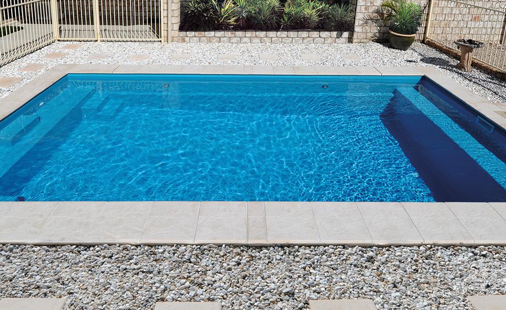 Entertainer-Fibreglass-Pool
